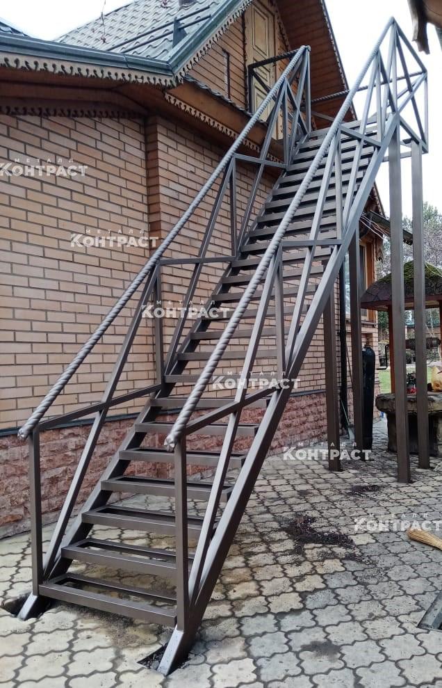 Наружная лестница на мансарду