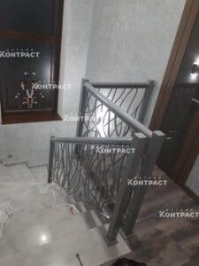 Лестница на металлическом каркасе и ограждения
