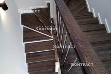 Лестница с ограждениями